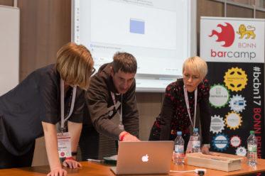 """Das MacBook wird für die Session """"Ziele erkennen und tatsächlich umsetzen"""" präpariert."""