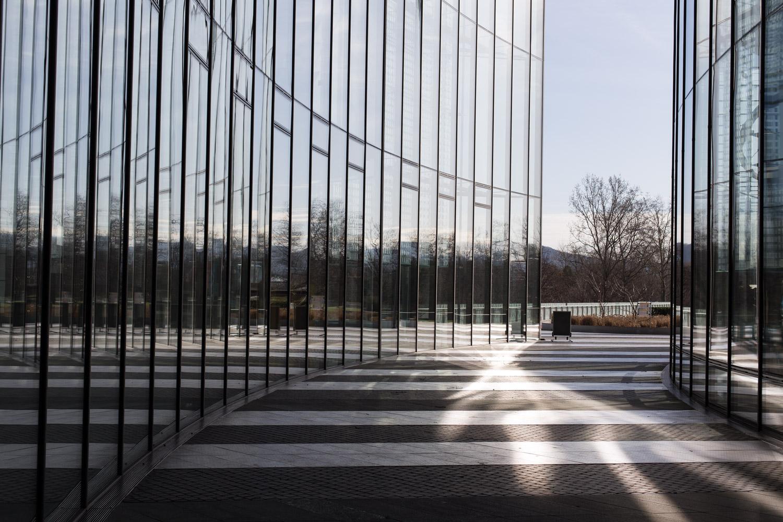 Der Post-Tower in Bonn - reichlich Strukturen für Fotos mit grafischer Wirkung.