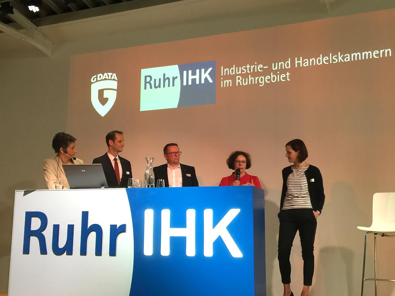 Wer fehlt beim IHK-Handelsforum Ruhr? Der #hashtag.